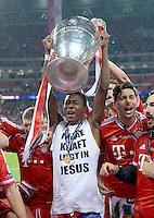 FUSSBALL  CHAMPIONS LEAGUE  SAISON 2012/2013  FINALE  Borussia Dortmund - FC Bayern Muenchen         25.05.2013 Champions League Sieger 2013 FC Bayern Muenchen: David Alaba, Claudio Pizarro und Diego Contento jubeln mit dem Pokal