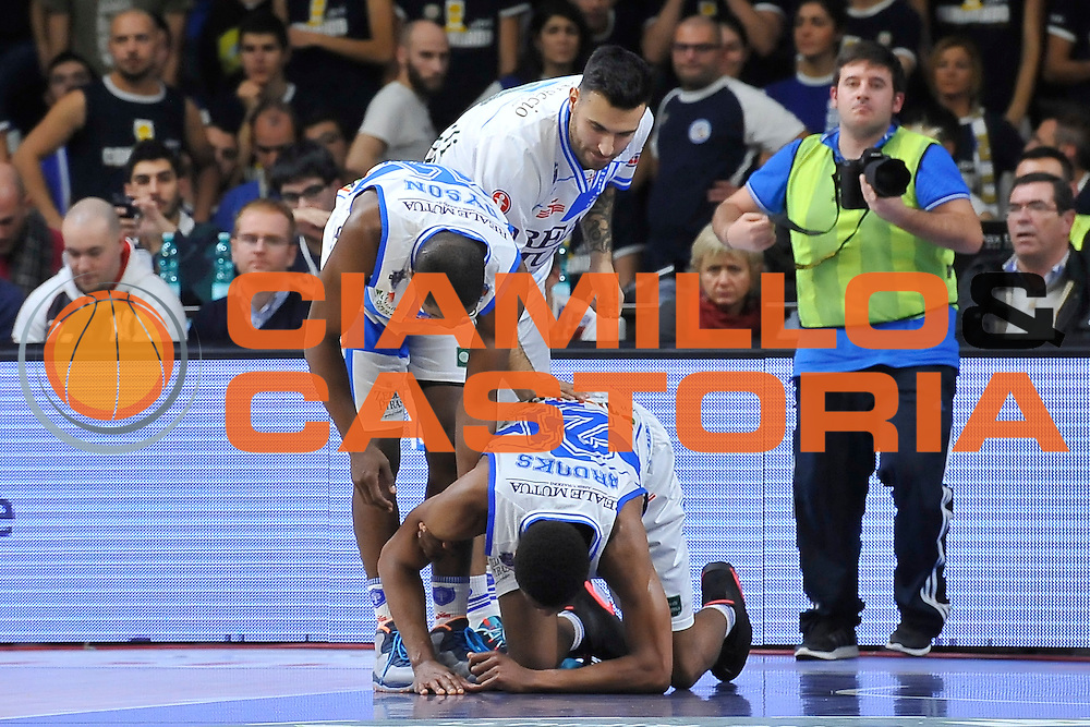DESCRIZIONE : Campionato 2014/15 Dinamo Banco di Sardegna Sassari - Olimpia EA7 Emporio Armani Milano<br /> GIOCATORE : Jeff Brooks<br /> CATEGORIA : Infortunio<br /> SQUADRA : Dinamo Banco di Sardegna Sassari<br /> EVENTO : LegaBasket Serie A Beko 2014/2015<br /> GARA : Dinamo Banco di Sardegna Sassari - Olimpia EA7 Emporio Armani Milano<br /> DATA : 07/12/2014<br /> SPORT : Pallacanestro <br /> AUTORE : Agenzia Ciamillo-Castoria / Luigi Canu<br /> Galleria : LegaBasket Serie A Beko 2014/2015<br /> Fotonotizia : Campionato 2014/15 Dinamo Banco di Sardegna Sassari - Olimpia EA7 Emporio Armani Milano<br /> Predefinita :