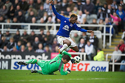 NEWCASTLE, ENGLAND - Saturday, March 5, 2011: Everton's Louis Saha is thwarted by Newcastle United's goalkeeper Steve Harper during the Premiership match at St. James' Park. (Photo by David Rawcliffe/Propaganda)