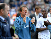 Photo: Ed Godden/Sportsbeat Images.<br /> West Ham United v Bolton Wanderers. The Barclays Premiership. 05/05/2007. West Ham Manager Alan Curbishley, joins the team in a parade of the pitch at full-time.
