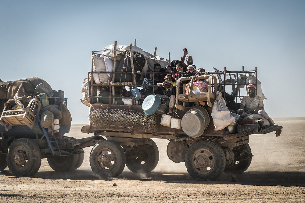 Families flee through the desert towards the safety of displacement camps as Iraqi Popular Mobilisation Forces advance into the town of Ba'aj in the Al Ba'aj district of Ninawa Governorate, Iraq, on June 4, 2017. <br />