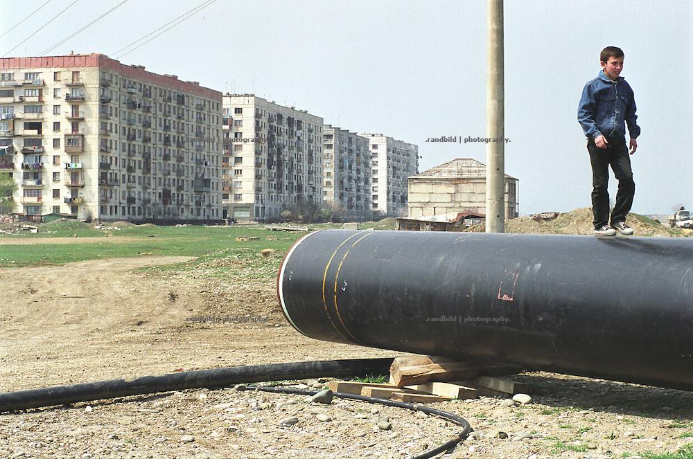 Georgische Arbeiter der neuen BTC Pipeline nahe der ostgeorgischen Trabantenstadt Rustawi...Contruction Site of BTC pipeline near Rustavi, Georgia.