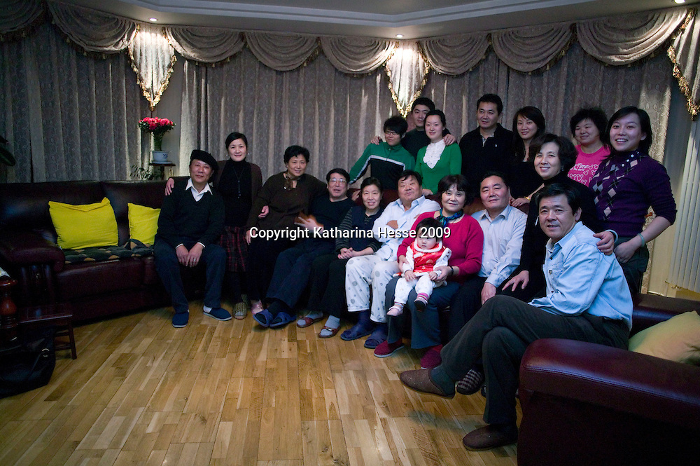 BEIJING, 25. JANUARY, 2009 :   Mr. Li (C), a paper factory owner, and his relatives pose for a family picture    on new years' eve  in Beijing .<br /> Mr. Li, a paper factory owner, is facing one of his most difficult times .&quot; Last November the market suddenly went down ,&quot; Li says.   <br /> He had bought paper, a lot of paper, and paid 7000 Yuan/ t .<br />  Li's company buys paper from paper mills and lives from the sales to publishing houses and other companies.  Since the market's collapse , he manages to sell the paper only for 6000 Yuan/t.<br /> His clients' export business to the USA had shrunk in Southern China. Mobile phone manufacturers don't need paper for the instruction guides to their mobile phones anymore as their US clients buys less China- made mobile phones.<br />  Toy manufacturers don't need paper anymore  because Americans import less toys from China. &quot; The crisis has driven many of my clients into bancruptsy&quot;, says Li.<br />  <br /> China's Communist Party  which will celebrate its 60th anniversary in October, currently faces its biggest challenge since the beginning of the economic reforms 30 years ago  : &quot; The phase of  rapid economic growth is over. For the first time the government is threatened with a  mistrust of a wide section of the population&quot;, warns the Communist party's Shang Dewen in Beijing.   <br /> Not only the China's poorest worry about the furture, but as well China's middle class is concerned about the crisis.     1,5 Millionen university graduates didn't find a job until the end of 2008  and this summer there'll be an additional  6,1 Million new graduates. More than 12 percent of university graduates face unemployment in 2009.