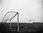 17/03/1960<br /> 03/17/1960<br /> 17 March 1960<br /> Soccer: League of Ireland v Hessen Football Association at Dalymount Park, Dublin.<br /> Hessian Goalie Leichum makes a fine stop.