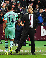 Football - 2018 / 2019 Premier League - West Ham United vs. Arsenal<br /> <br /> West ham Manager consoles Pierre - Emerick Aubameyang  of Arsenal after the match, at The London Stadium.<br /> <br /> COLORSPORT/ANDREW COWIE