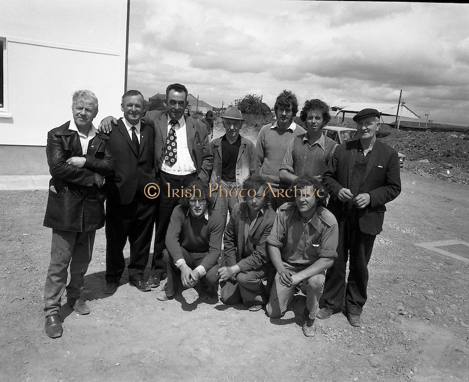 New Bottling plant for D.E.Williams..1975..19.06.1975..06.19.1975..19th June 1975..The Minister for Justice, Mr Patrick Cooney TD, officially opened the new one and a half million gallon per annum soft drink facility at Tullamore,Co Offaly. The new plant represents an investment of over a quarter million pounds by the Williams Group. It is hoped that this investment will create further employment for the area...Pictured is a group shot of some of the builders who constructed the new facility.