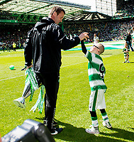 24/05/15 SCOTTISH PREMIERSHIP<br /> CELTIC v INVERNESS CT<br /> CELTIC PARK - GLASGOW<br /> Celtic manager Ronny Deila (left) celebrates with Jay Beatty<br /> ** ROTA IMAGE - FREE FOR USE **