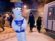 "Studenten als Wahlhelfer der Partei ""Einiges Russland"" verkleidet als Eisbaeren machen bei Temperaturen von -27 Grad Celsius Werbung fuer die Partei in den Strassen und Geschaeften der sibirischen Stadt Jakutsk.<br /> <br /> Students dressed as a polar bears for Vladimir Putins party United Russia trying to convince people on the street to vote them a few days before the Duma elections in Russia on the streets of Yakustk. Yakutsk is a city in the Russian Far East, located about 4 degrees (450 km) below the Arctic Circle. It is the capital of the Sakha (Yakutia) Republic (formerly the Yakut Autonomous Soviet Socialist Republic), Russia and a major port on the Lena River. Yakutsk is one of the coldest cities on earth, with winter temperatures averaging -40.9 degrees Celsius."