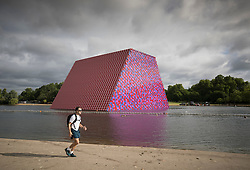 © Licensed to London News Pictures. 18/06/2018. London, UK. Artist Christo's latest work 'The Mastaba' is unveiled on The Serpentine in Hyde Park. The 20m high installation, made up of 7,506 horizontally stacked barrels, is 30m wide and 40m long. Photo credit: Peter Macdiarmid/LNP