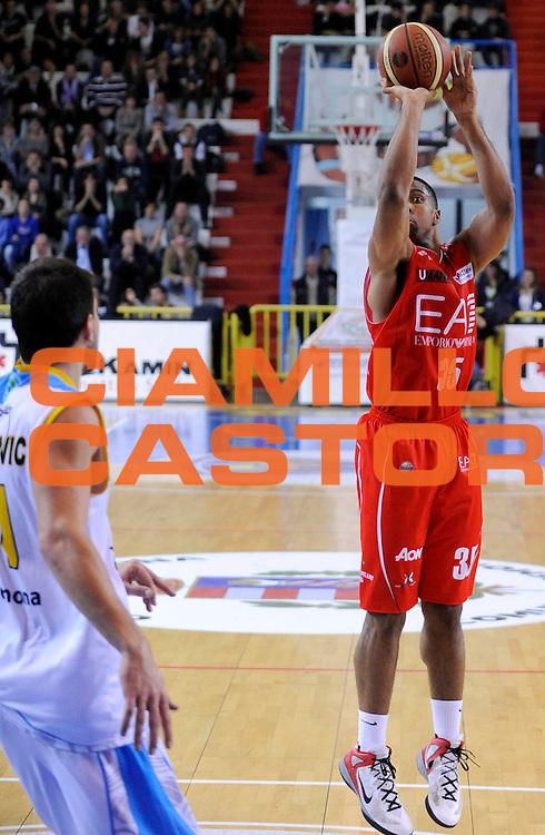 DESCRIZIONE : Cremona Lega A 2012-13 Vanoli Cremona EA7 Olimpia Armani Jeans Milano<br /> GIOCATORE : Richard Hendrix<br /> SQUADRA : EA7 Olimpia Armani Jeans Milano<br /> EVENTO : Campionato Lega A 2012-2013<br /> GARA : Vanoli Cremona EA7 Olimpia Armani Jeans Milano<br /> DATA : 19/11/2012<br /> CATEGORIA : Tiro<br /> SPORT : Pallacanestro<br /> AUTORE : Agenzia Ciamillo-Castoria/A.Giberti<br /> Galleria : Lega Basket A 2012-2013<br /> Fotonotizia : Cremona Lega A 2012-13 Vanoli Cremona EA7 Olimpia Armani Jeans Milano<br /> Predefinita :