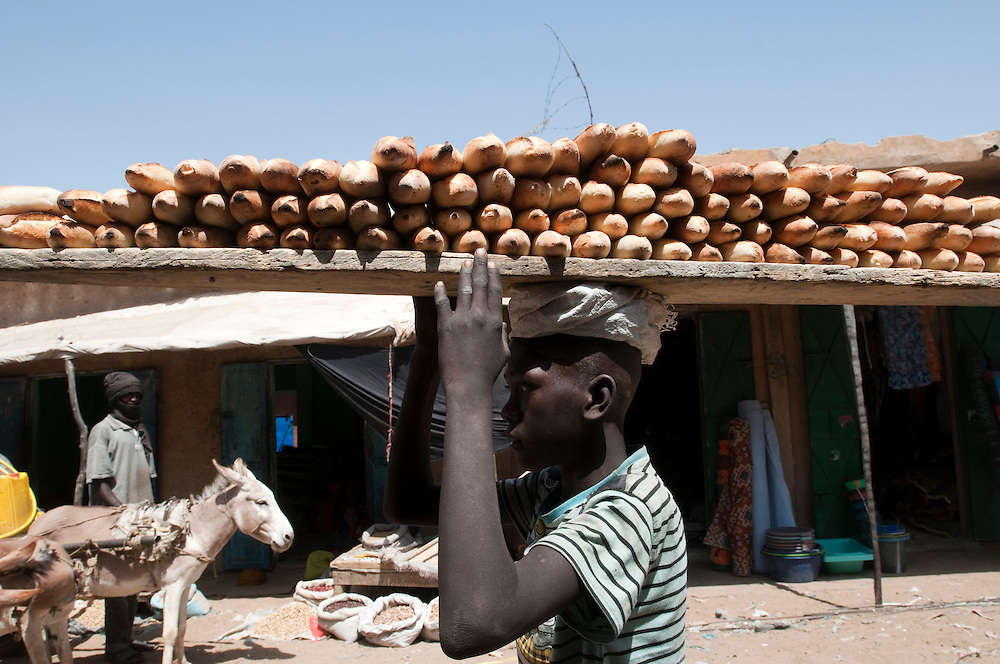 A boy selling loaves of bread in the local market. .Kankossa, Mauritania. 08/03/2011..Photo © J.B. Russell