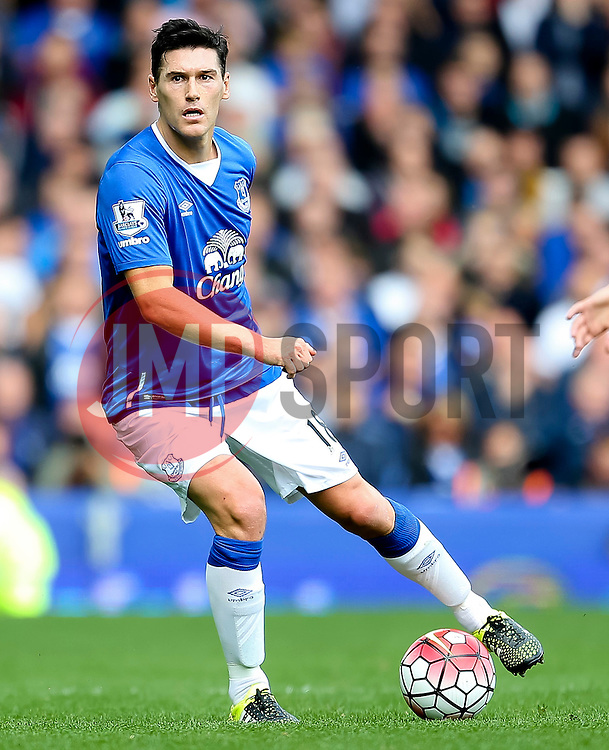 Everton's Gareth Barry   - Mandatory byline: Matt McNulty/JMP - 07966386802 - 12/09/2015 - FOOTBALL - Goodison Park -Everton,England - Everton v Chelsea - Barclays Premier League