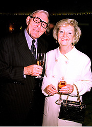 Actor ERIC SYKES and his manager MISS NORMA FARNES, at a luncheon in London on 21st October 1998.MLA 34