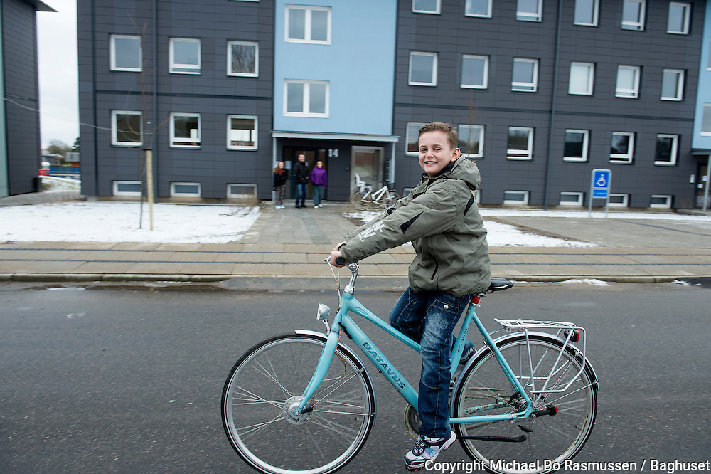 Asylsøgende familier flytter ind i almene boliger. Familien Valon, Estere, Valdrin og Verona Kycyku på Finsensvej. Foto: © Michael Bo Rasmussen / Baghuset. Dato: 07.02.13