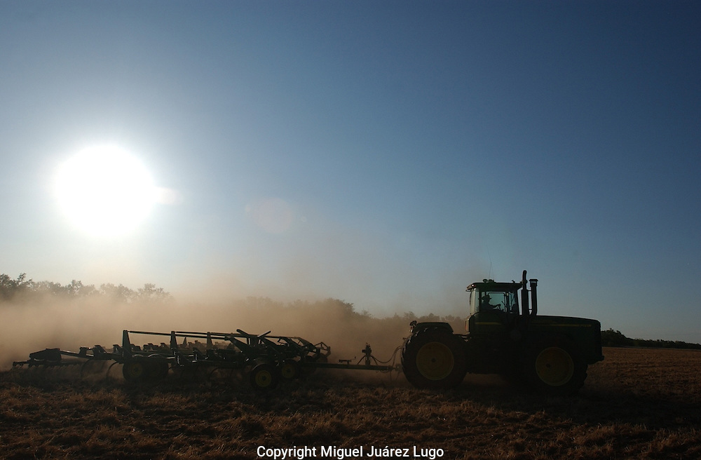 A Haskell County, Texas farmer plows dry land, hoping for rain.  Western Texas is suffering one of the most severe droughts since the 1950s. (PHOTO: MIGUEL JUAREZ LUGO).