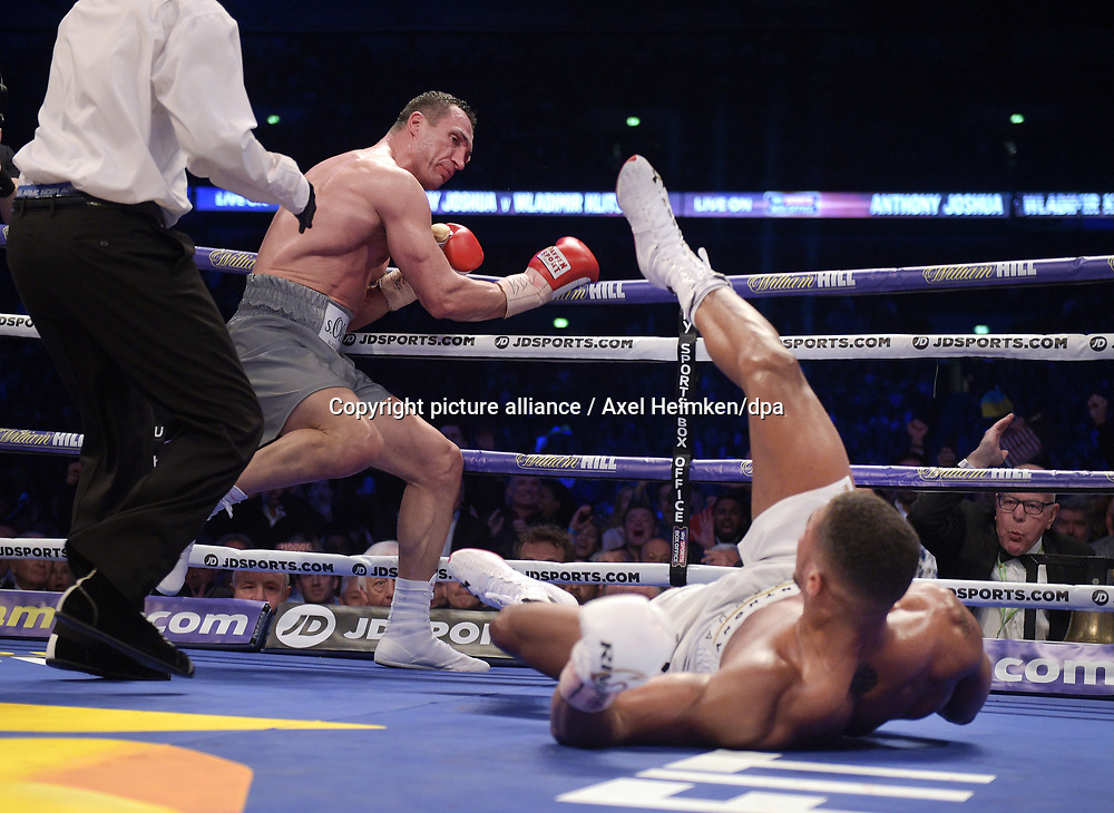 Boxing: IBF, WBA super-heavyweight heavyweight on April 29, 2017 in London. Wladimir Klitschko (Ukraine) knock Anthony Joshua on the ground, (Great Britain). Photo: Axel Heimken / dpa |<br /> For editorial news use only NO AGENTS