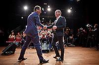 Den Haag, 14 november 2016 - Diederik Samsom en Lodewijk Asscher schudden elkaar de hand direct na afloop van het debat.<br /> PvdA-leden bepalen samen wie de lijsttrekker wordt bij de Tweede Kamerverkiezingen, Diederik Samsom en Lodewijk Asscher gaan met elkaar in debat in het Theater de Vaillant in Den Haag.<br /> Foto: Phil Nijhuis