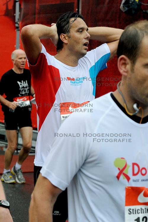 18-09-2011 ATLETIEK: DAM TOT DAMLOOP: ZAANDAM<br /> De Bas van de Goor Foundation liep met 50 mensen mee als voorbereiding op de NY marathon<br /> &copy;2011-FotoHoogendoorn.nl