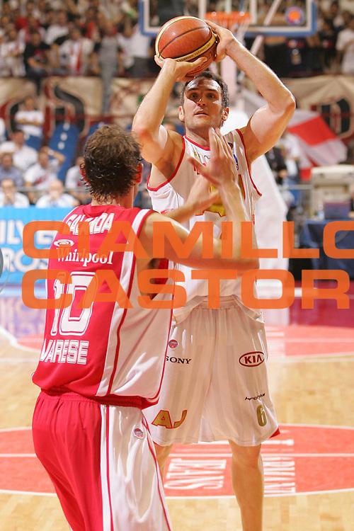 DESCRIZIONE : Milano Lega A1 2006-07 Playoff Quarti di Finale Gara 1 Armani Jeans Milano Whirlpool Varese <br /> GIOCATORE : Schultze <br /> SQUADRA : Armani Jeans Milano <br /> EVENTO : Campionato Lega A1 2006-2007 Playoff Quarti di Finale Gara 1 <br /> GARA : Armani Jeans Milano Whirlpool Varese <br /> DATA : 16/05/2007 <br /> CATEGORIA : Tiro <br /> SPORT : Pallacanestro <br /> AUTORE : Agenzia Ciamillo-Castoria/S.Silvestri