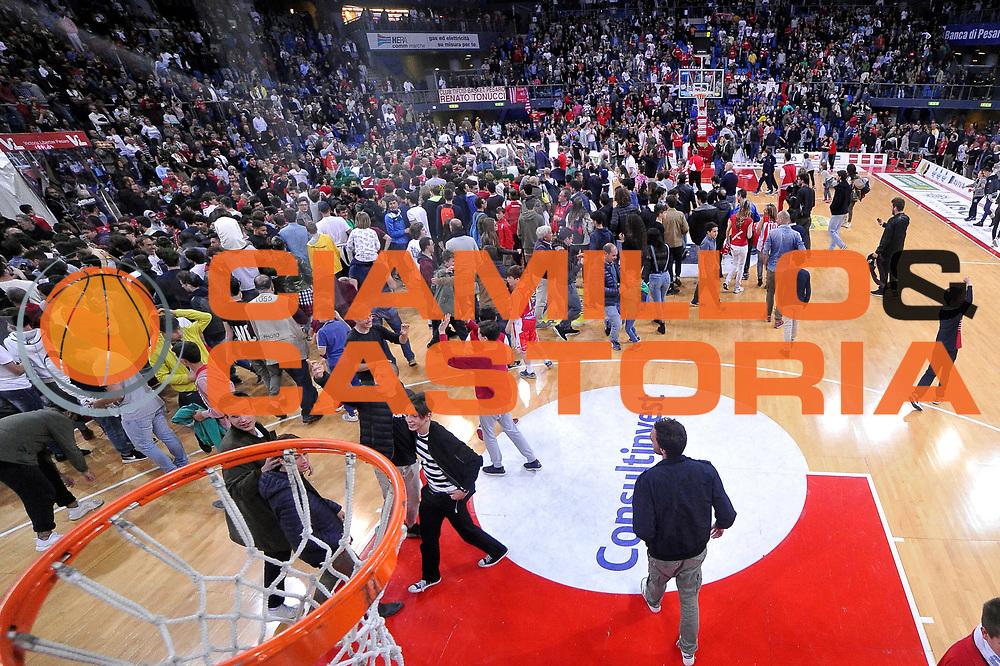 tifosi pesaro<br /> Consultinvest Victoria Libertas Pesaro - EA7 Emporio Armani Olimpia MIlano<br /> Lega Basket Serie A 2016/2017<br /> Pesaro, 30/04/2017<br /> Foto M.Ceretti / Ciamillo - Castoria