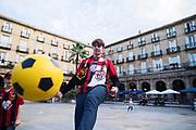 BILBAO, SPANIEN - 2017-11-02: Nils Karlsson, supporter till &Ouml;stersunds FK p&aring; Plaza Nueva inf&ouml;r UEFA Europa League group J matchen mellan Athletic Bilbao och &Ouml;stersunds FK p&aring; Estadio San Mam&eacute;s den 2 November, 2017 i Bilbao, Spanien. <br /> Foto: Nils Petter Nilsson/Ombrello<br /> ***BETALBILD***