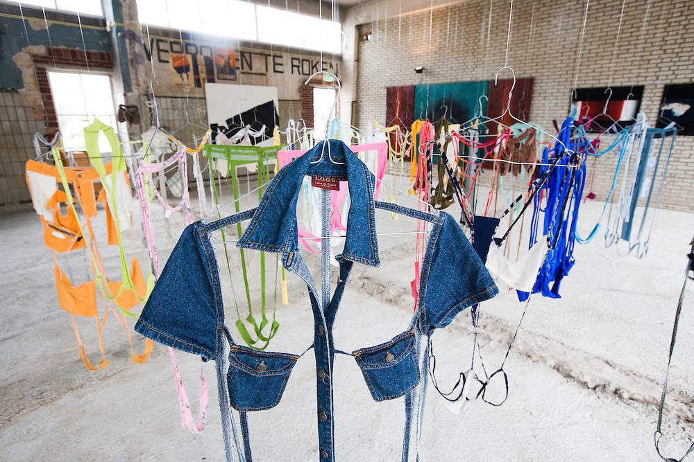 Nederland. Den Haag, 13 juni 2007.<br /> Guerilla Store in het Ketelhuis van de caballero fabriek aan de saturnusstraat. De kleding van Comme des garcons wordt hier drie maanden lang cerkocht, er worden ook exposities gehouden.( zie foto).<br /> Foto Martijn Beekman <br /> NIET VOOR TROUW, AD, TELEGRAAF, NRC EN HET PAROOL