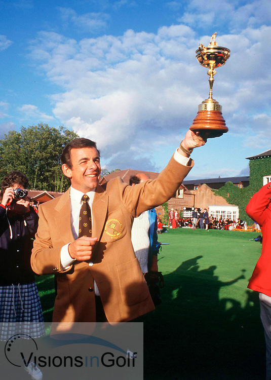 TONY JACKLIN captain with the trophy<br /> 850925 / THE BELFRY. UK RYDER CUP 1985 Matches.<br /> Photo Credit: Sportsphoto / visionsingolf.com