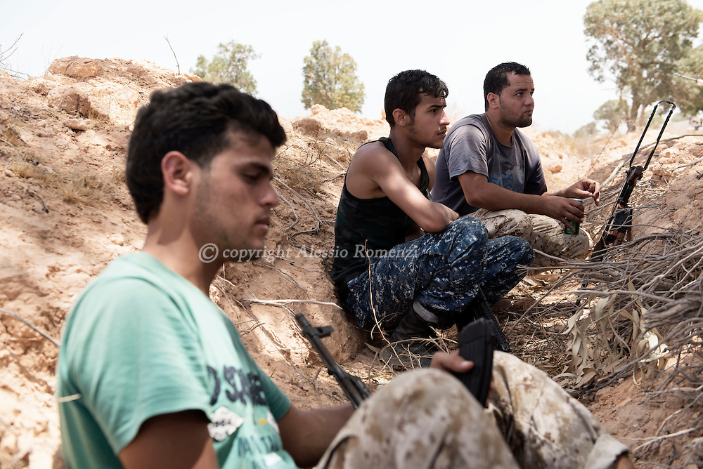 Libya: fighters affiliated with Libya's Government of National Accord's (GNA) take cover in a trench in south Sirte. Alessio Romenzi