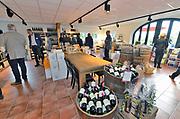 Nederland, Groesbeek, 22-9-2017Vandaag is het nederlands wijnbouwcentrum geopend door Clemens Cornielje. In Groesbeek zitten verschillende wijnbouwers, en het dorp wil zich profileren als wijndorp. Dit weekend vinden ook de wijndfeesten plaats. Initiator en sinds 2002 wijnboer Freek Verhoeven heeft zijn droom verwezenlijkt.Foto: Flip Franssen