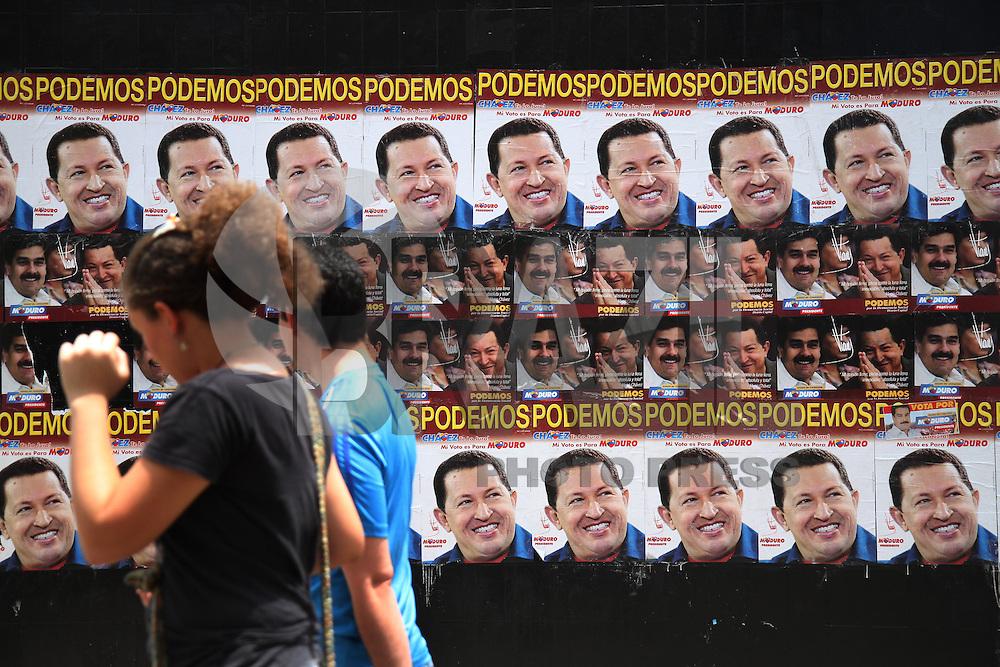 Posters de campanha do candidato à presidente da Venezuela, Nicolás Maduro com Hugo Chavez, presidente morto em 5 de março de 2013. Caracas. FOTO: AMANDA PEROBELLI/BRAZIL PHOTO PRESS