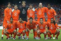 Fotball<br /> Privatlandskamp<br /> Nederland v Irland<br /> Amsterdam Arena<br /> 5. juni 2004<br /> Foto: Digitalsport<br /> NORWAY ONLY<br /> Lagbilde Nederland<br /> Bak fra venstre: van nistelrooij , bouma , van der sar , cocu , stam en kluivert. <br /> Foran fra venstre: reiziger , van bronckhorst , van der vaart , sneijder en davids .