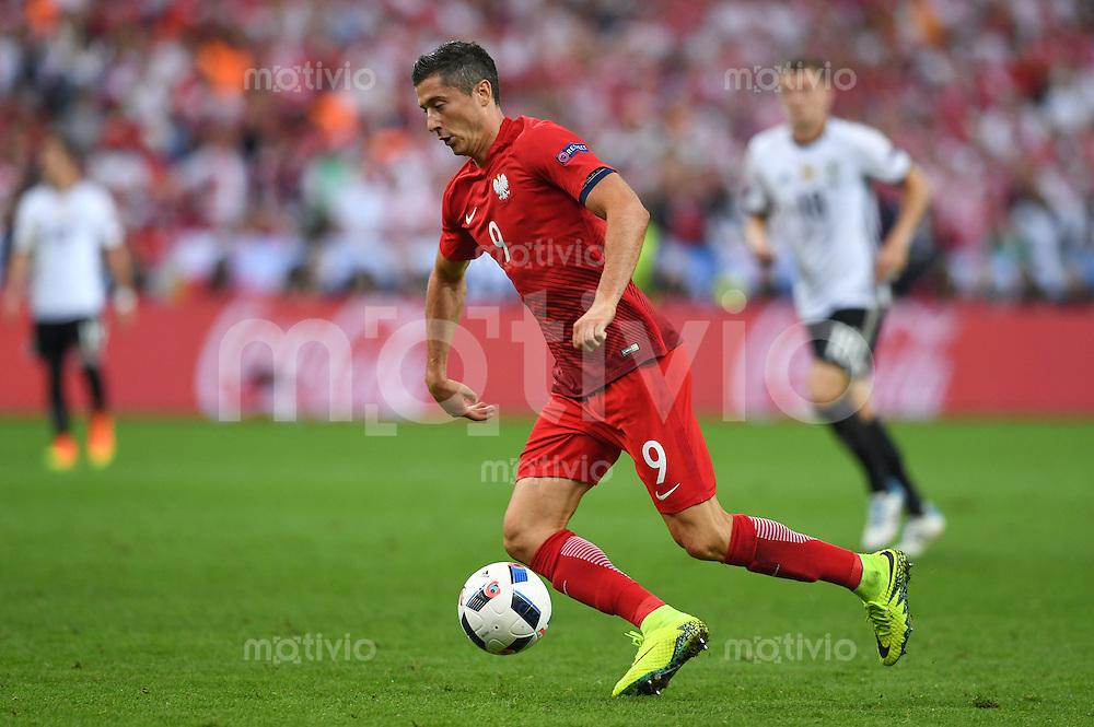 FUSSBALL EURO 2016 GRUPPE C IN PARIS Deutschland - Polen    16.06.2016 Robert Lewandowski (Polen)