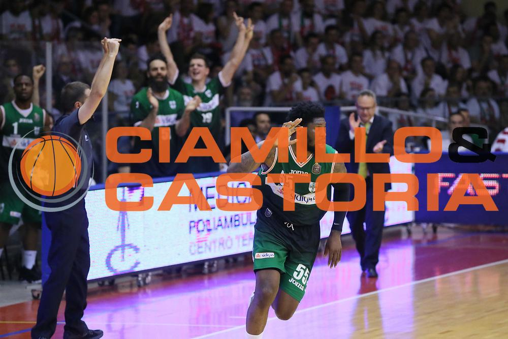 Thomas Adosin<br /> Grissin Bon Reggio Emilia - Sidigas Avellino<br /> Playoff gara 3<br /> Legabasket A 2016/2017<br /> Reggio Emilia 17/05/2017<br /> Foto Ciamillo-Castoria