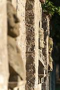 Steinbüsten in der Schlossmauer, Schloss Kromsdorf bei Weimar, Thüringen, Deutschland   busts in wall, castle Kromsdorf near Weimar, Thuringia, Germany
