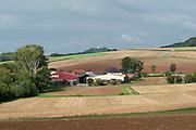 Aussiedlerhof, Bauernhof, Festung Otzberg im Hintergrund, Odenwald, Naturpark Bergstraße-Odenwald, Hessen, Deutschland | farm, Otzberg castle in background, Odenwald, Hessen, Germany