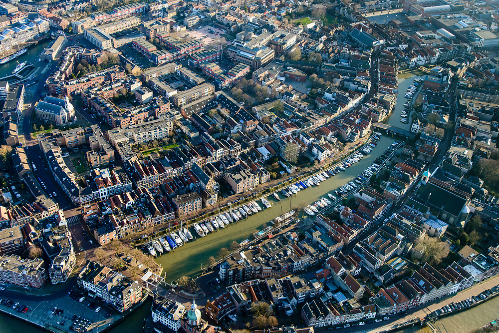 Nederland, Zuid-Holland, Dordrecht, 07-02-2018; historische binnenstad met Taankade en Wijnhaven, Groothoofd.<br /> Inner city Dordrecht w old harbours.<br /> luchtfoto (toeslag op standard tarieven);<br /> aerial photo (additional fee required);<br /> copyright foto/photo Siebe Swart