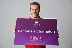 "CARDIFF, WALES - Friday, November 11, 2016: Wales' Gareth Bale holds up a board ""Become a Champion"" to encourage people to become volunteers for the 2017 UEFA Champions League Final in Cardiff. (Pic by David Rawcliffe/Propaganda)"