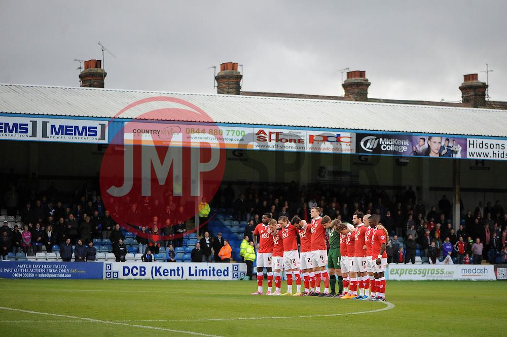 Bristol City observe a minute silence  - Photo mandatory by-line: Dougie Allward/JMP - Mobile: 07966 386802 - 08/11/2014 - SPORT - Football - Gillingham - Priestfield Stadium - Gillingham v Bristol City - FA Cup - Round One