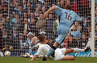 Fotball<br /> England 2004/2005<br /> Foto: SBI/Digitalsport<br /> NORWAY ONLY<br /> <br /> 30.10.2004<br /> Coventry City v Reading <br /> Coca Cola Championship<br /> <br /> Eddie Johnson runs off to celebrate after scoring Cov's third goal past Marcus Hahnemann