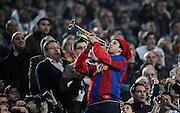 Fussball  Champions League   Viertelfinale   Saison 2007/2008   23.04.2008 FC Barcelona -  Manchester United                          Barca Fan mit Trompete