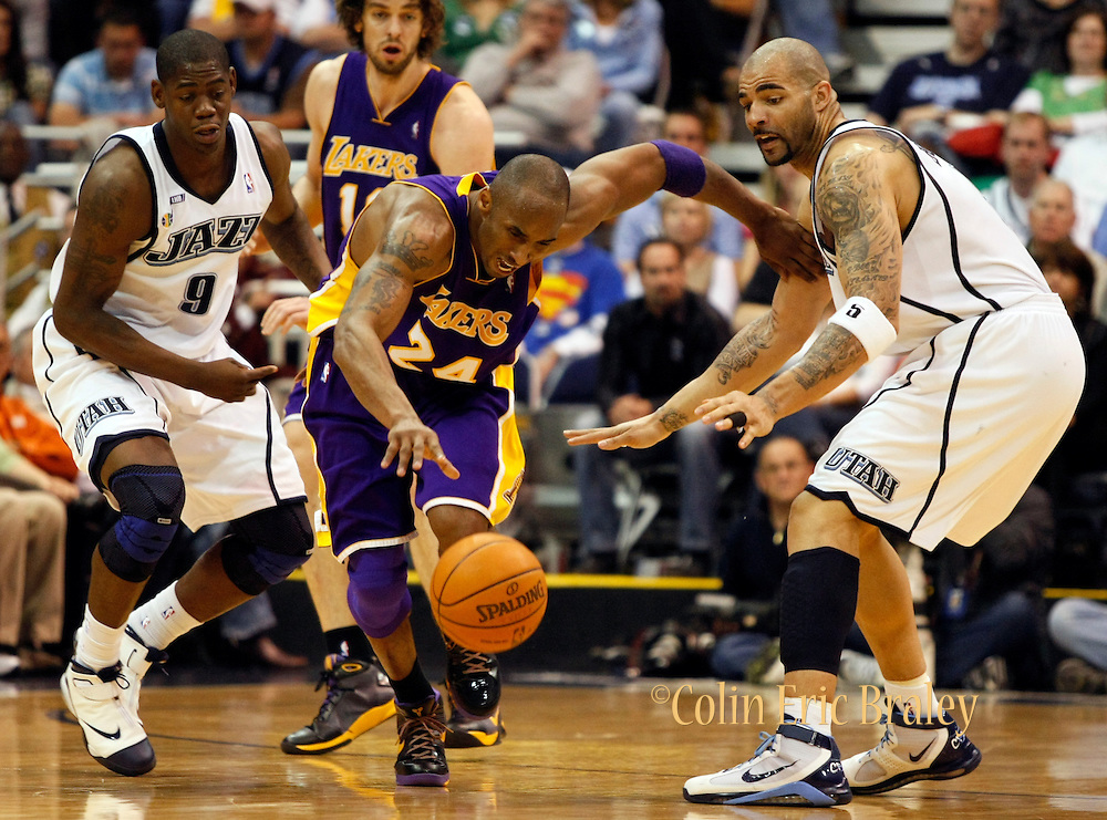 Los Angeles Lakers guard Kobe Bryant, center, recovers a loose ball as Utah Jazz players Ronnie Brewer, left, and Carlos Boozer, right defend during the second half of Game 4 of an NBA basketball first-round playoff series Saturday, April 25, 2009, in Salt Lake City. Bryant scored 38 points in their 108-94 win over the Jazz..(AP Photo/Colin Braley)