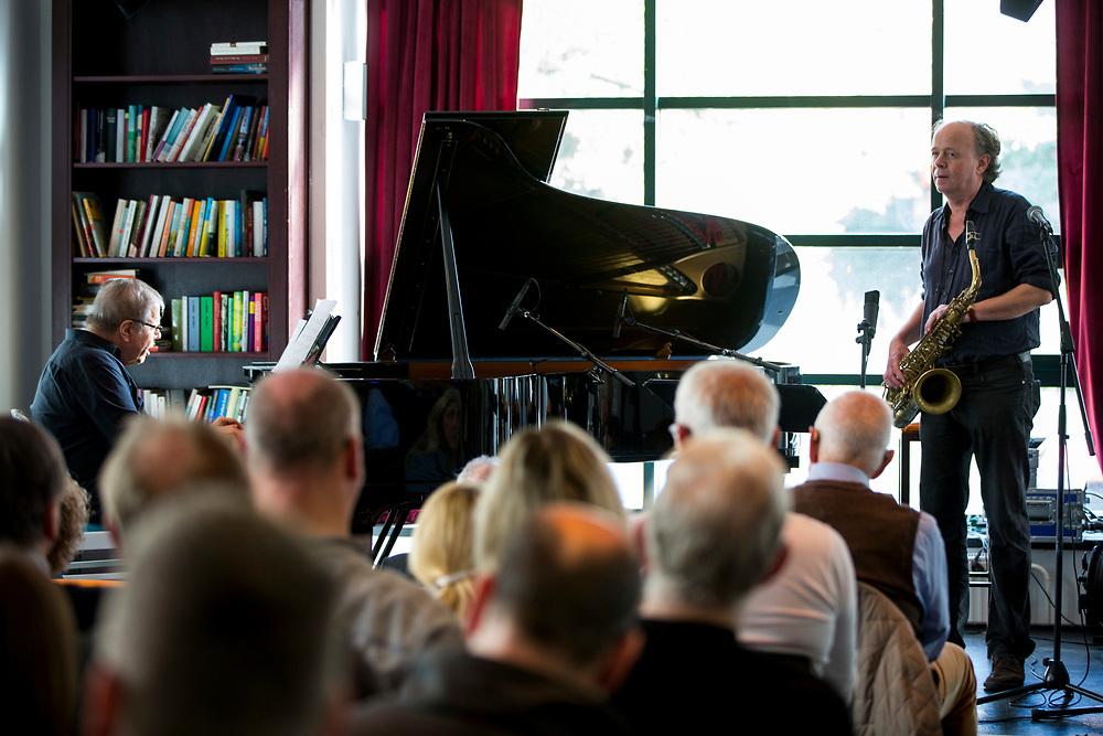 Frankfurt | Hessen | Deutschland | 29.10.2017: Das 48. Deutsche Jazzfestival Frankfurt 2017<br /> <br /> hier: Matthias Nadolny / Bob Degen &bdquo;You&acute;re My Everything&ldquo;<br /> <br /> Matthias Nadolny | Tenorsaxophone<br /> Bob Degen | Piano<br /> <br /> <br />  <br /> Sascha Rheker<br /> 20171029<br /> <br /> [Inhaltsveraendernde Manipulation des Fotos nur nach ausdruecklicher Genehmigung des Fotografen. Vereinbarungen ueber Abtretung von Persoenlichkeitsrechten/Model Release der abgebildeten Person/Personen liegt/liegen nicht vor.]