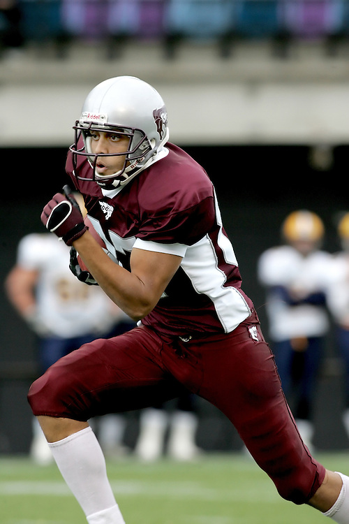 (20 October 2007 -- Ottawa) The University of Ottawa Gee Gees football team defeated the University of Windsor Lancers 43-2 to complete a perfect undefeated season. The player pictured is \mf