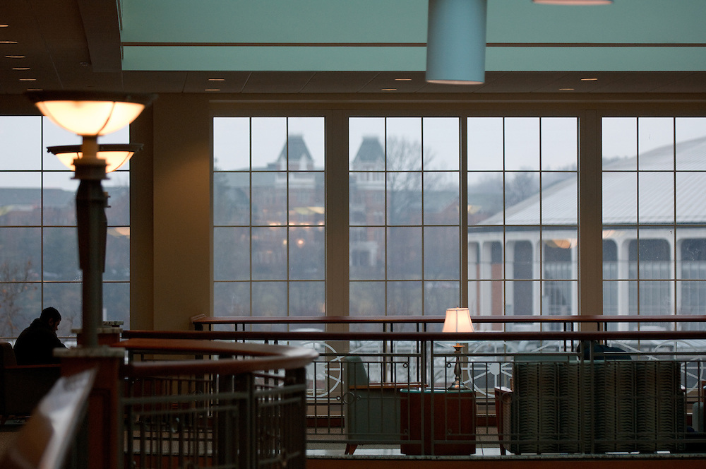 18550Students Campus Rain/Library