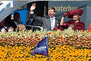 Koningsdag in Dordrecht / Kingsday in Dordrecht<br /> <br /> Op de foto / On the photo: <br /> <br />  Aankomst per taxi boot in dordrecht met aan boord Koning Willem-Alexander en Koningin Maxima met hun dochters, Prinses Amalia , Prinses Alexia en Prinses Ariane <br /> <br /> Arriving by taxi boat in Dordrecht with onboard King Willem-Alexander and Queen Maxima with their daughters, Amalia, Princess Alexia and Princess Ariane