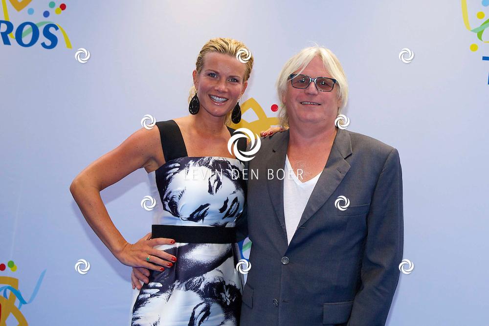 AMSTERDAM - 50 Jaar Tros is gevierd in theater Carré met heel veel bekende Nederlanders uit de Tros wereld. Met hier op de foto  Annette Barlo met partner Frank Timmer. FOTO LEVIN DEN BOER - PERSFOTO.NU