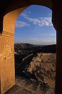 India. Rajasthan. city palace and Jaigargh fort ,   Amber     / le fort Jaigarh , le palais    Amber Rajasthan  Inde