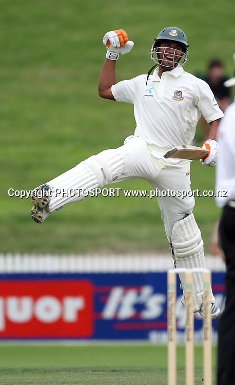 Banglandesh's Mohammad Mahmudullah celebrates his maiden test match century.<br />Day 3. Test match cricket. One off test.<br />New Zealand Black Caps versus Bangladesh.<br />Seddon Park, Hamilton, New Zealand.<br />Tuesday 17 February 2010.<br />Photo: Andrew Cornaga/PHOTOSPORT