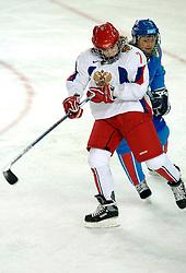 14-02-2006 IJSHOCKEY: ITALIE-RUSLAND VROUWEN: OLYMPISCHE WINTERSPELEN: TORINO<br /> Rusland verslaat Italy met 5-1 / SMOLINA Ekaterina <br /> ©2006-WWW.FOTOHOOGENDOORN.NL