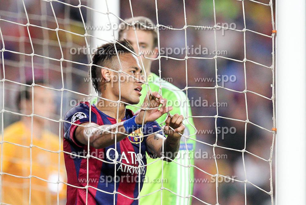 06.05.2015, Camp Nou, Barcelona, ESP, UEFA CL, FC Barcelona vs FC Bayern Muenchen, Halbfinale, Hinspiel, im Bild Neymar #11 (FC Barcelona) haengt er im Tornetz // during the UEFA Champions League semi finals 1st Leg match between FC Barcelona and FC Bayern Munich at the Camp Nou in Barcelona, Spain on 2015/05/06. EXPA Pictures &copy; 2015, PhotoCredit: EXPA/ Eibner-Pressefoto/ Kolbert<br /> <br /> *****ATTENTION - OUT of GER*****